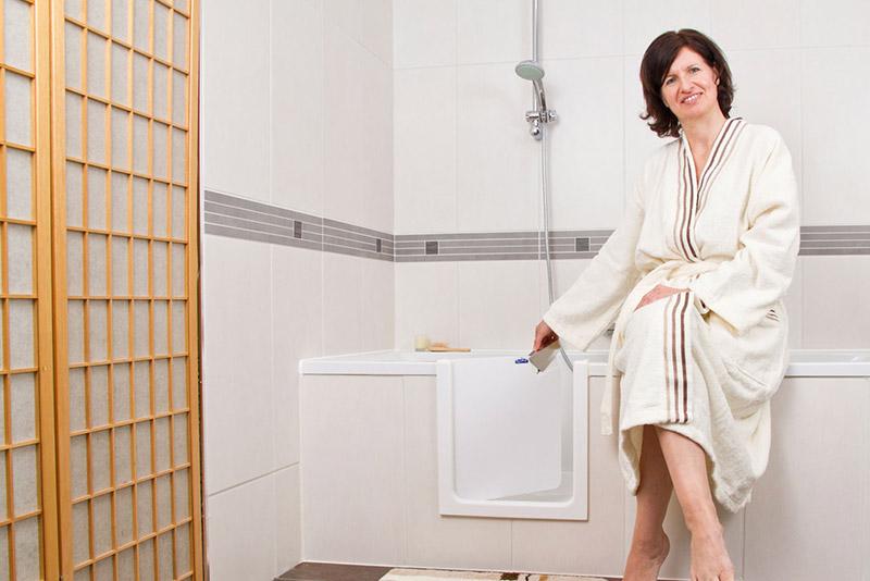 badewanne mit t r clever bad dresden. Black Bedroom Furniture Sets. Home Design Ideas
